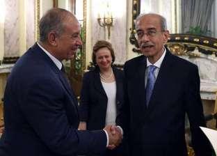 محافظ البحر الأحمر يناقش خطة تنمية المحافظة مع رئيس الوزراء
