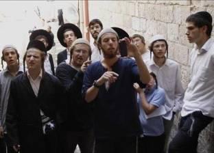 مستوطنون يعتدون على طلبة المدارس في حارة السلايمة بالخليل