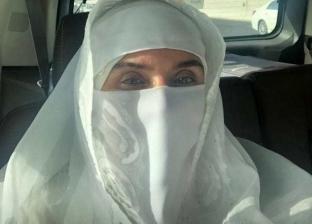 دينا تنفي ارتداء النقاب أثناء أداء العمرة في السعودية