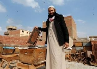 """""""عمر"""" يستخدم """"سم"""" النحل في أغراض علاجية: """"يحسن الحالة المزاجية"""""""