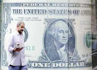 """""""رويترز"""": البنوك المصرية تبدأ ترويض السوق السوداء وتسحب الدولارات منها"""
