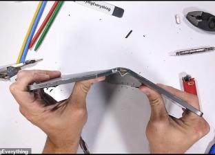 بالفيديو| فضائح آبل تتوالى.. آيباد برو الجديد يمكن قسمه لنصفين باليد