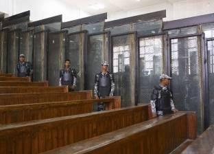 """بدء جلسة محاكمة بديع و70 متهما في """"اقتحام قسم العرب"""""""