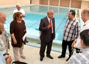 بالصور| رئيس جامعة طنطا يتفقد حمام سباحة كلية التربية الرياضية