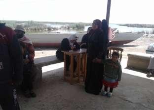 """بالصور  سكان جزيرة العزبي بدمياط يذهبون للجان التصويت بـ""""المراكب"""""""