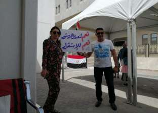 مشاهد من تصويت المصريين بالإمارات على الاستفتاء: الكبار في أول الصفوف