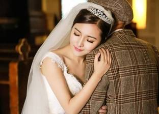 """بالصور  """"حفل زفاف وهمي"""" لفتاة أرادت إسعاد جدها المريض"""