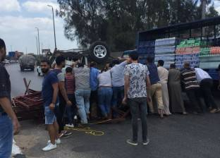 """إصابة سائق ومساعده في انقلاب سيارة على طريق """"بنها - القاهرة"""""""
