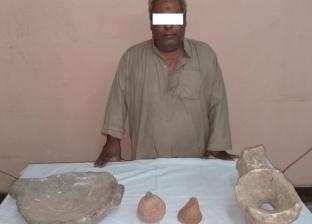 ضبط شخصين بمحافظة أسيوط وبحوزتهما 12 قطعة أثرية