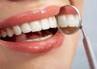 إشارات الموت والنجاة والقدر.. تفسير رؤية الأسنان في المنام