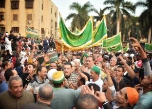 بدء توافد المواطنين أمام ضريح الحسين للاحتفال بمولده