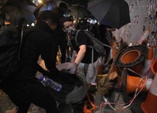 المحتجون في هونج كونج يتحدون حظر التظاهر بعد الاعتداء على ناشطين