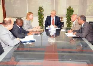 وزير الإسكان يلتقي ممثلي بنك التنمية الأفريقي لمناقشة المشروعات