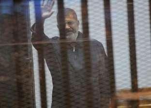 """رفع جلسة محاكمة """"مرسي"""" في """"اقتحام السجون"""": """"مش سامع النيابة"""""""