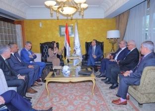 عرفات يلتقي نائب وزير النقل البحري القبرصي لبحث التعاون المشترك
