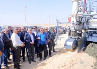 وزير النقل يتابع أعمال تطوير طريق القاهرة -أسيوط الصحراوي