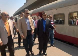 بالصور| وزير النقل يتابع إجراءات سفر الركاب بمحطة قطارات رمسيس