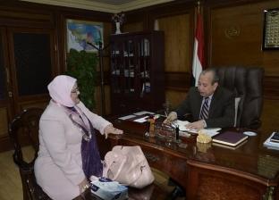 """محافظ كفر الشيخ يتابع أعمال توزيع """"التابلت"""" على طلاب المدارس"""