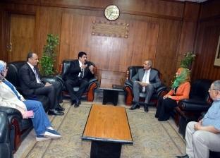"""محافظ القليوبية يبحث مع """"الشكاوي الحكومية"""" سبل حل هموم المواطنين"""
