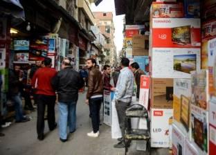 الأجهزة الكهربائية.. الإقبال على الشراء «محلك سر» والعمال: «بندور على شغلانة تانية عشان نعيش»