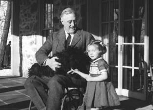 10 مشاهير هزموا شلل الأطفال.. بينهم رئيس أمريكي سابق