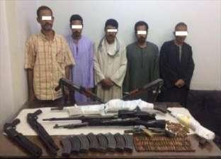 ضبط 8 متهمين بممارسة أعمال البلطجة خلال حملة أمنية
