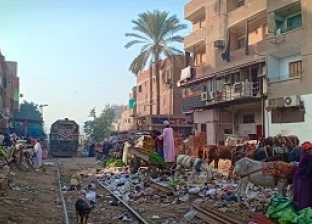 الباعة: نموت تحت عجلات القطارات «عشان لقمة العيش»