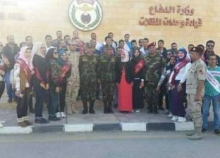 طلاب بجامعة المنصورة يزورون إدارة وحدة المظلات بالقوات المسلحة