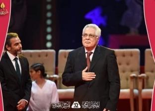 بكى أثناء تكريمه.. توفيق عبدالحميد الذي خلع عباءة المحاماة حبا في الفن