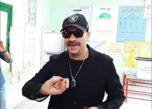 محمد سعد يشارك في الاستفتاء على التعديلات الدستورية بالدقي
