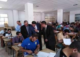 رئيس جامعة بنها يتفقد سير الامتحانات بكلية الهندسة