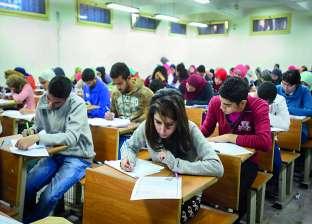 """اجراءات أمنية مشددة على طلاب الثانوية العامة.. والطلبة """"الامتحان في مستوي الطالب المتوسط"""""""