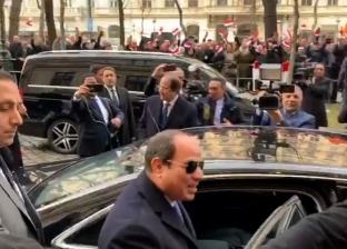 الرئيس السيسي يلتقي 3 أسر مصرية على هامش زيارته إلى النمسا