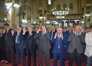 محافظ الدقهلية يؤدى صلاة عيد الفطر المبارك بمسجد النصر بالمنصورة