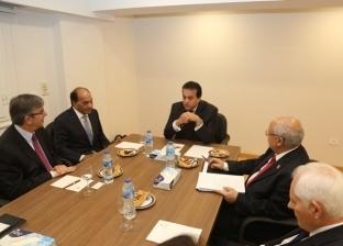 """عبدالغفار يبحث مع وفد جامعة """"لندن ساوث بانك"""" إنشاء فرع لها في مصر"""