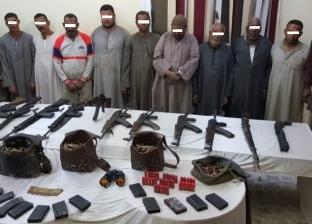 إحباط مذبحة بين عائلتين في أسيوط.. وضبط 14 متهما وترسانة أسلحة ثقيلة