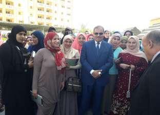 """رئيس جامعة الأزهر يشارك في مبادرة """"خليك زي آدم"""""""