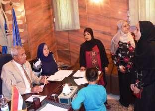 محافظ أسوان يستمع لشكوى 75 مواطنا ومواطنة في لقائه بالأهالي