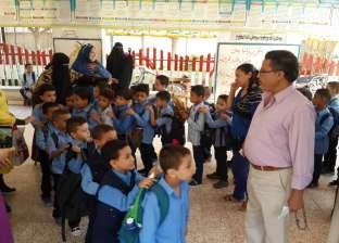 قبل الدراسة بيوم.. أطفال الروضة والتلاميذ الجدد يزورون مدارسهم بالمنيا
