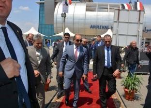 """استعدادات """"الطيران"""" للاستفتاء: أشجار زينة وأعلام مصر في استقبال الركاب"""