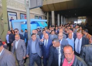 وزير النقل يتفقد محطة سيدي جابر.. ويستمع لمشكلات المواطنين