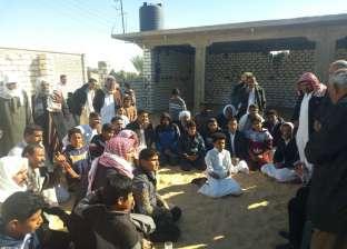 رئيس «بئر العبد» يتفقد قرية السادات ويعد الأهالي بحل مشكلاتهم
