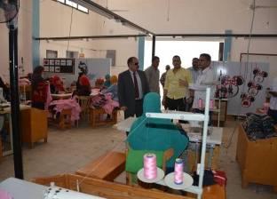 سكرتير عام الوادي الجديد يتفقد مصنع ملابس المحافظة