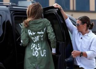 بالفيديو| ترامب يفك شفرة عبارة كتبت على ظهر زوجته ميلانيا