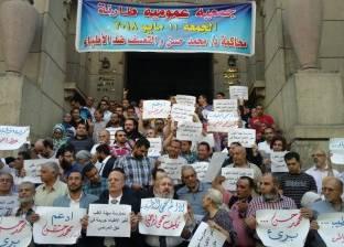 وقفة احتجاجية للأطباء للتضامن مع الطبيب محمد حسن