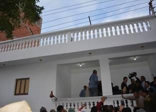 محافظ الدقهلية يسلم أحد مواطني مركز بلقاس منزله بعد إعادة بنائه وفرشه