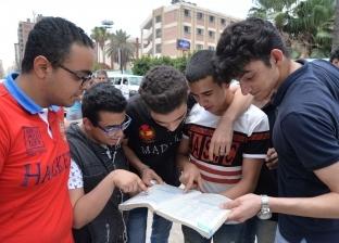 بالصور| ارتياح بين طلاب الثانوية عقب أداء امتحان اللغة الإنجليزية