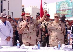 """قائد الجيش الثالث الميداني يكرم فريق عمل قافلة """"سعاد كفافي"""" في رأس سدر"""
