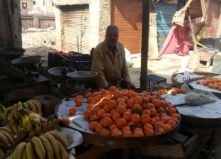 محافظ قنا يتابع سير العمل بمجمع شوادر مدينة نقادة