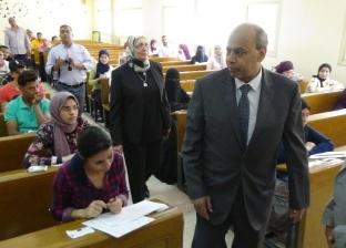 رئيس جامعة المنيا يتفقد الامتحانات ببعض الكليات